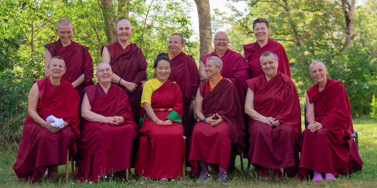 monastere-bouddhiste-dorje-pamo-lavaur-france-khadro-la-avce-les-moniales-2019