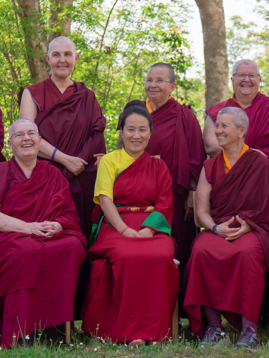 monastere-bouddhiste-dorje-pamo-lavaur-france-khadro-la-avce-les-moniales-2019-portrait