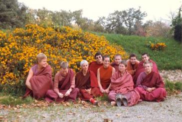monastere-bouddhiste-dorje-pamo-lavaur-france-moniales-1982