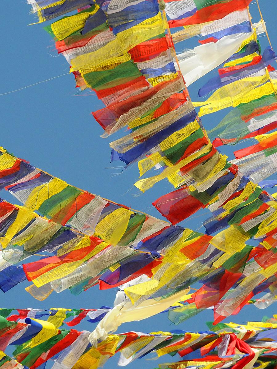 Drapeaux de prière tibétains.